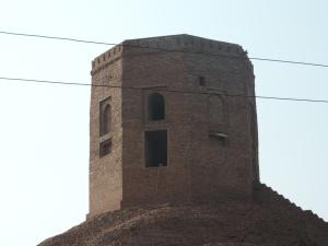 Stupa on the way to Sarnath